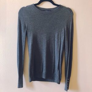 Light, fitted sweater with pearl accents